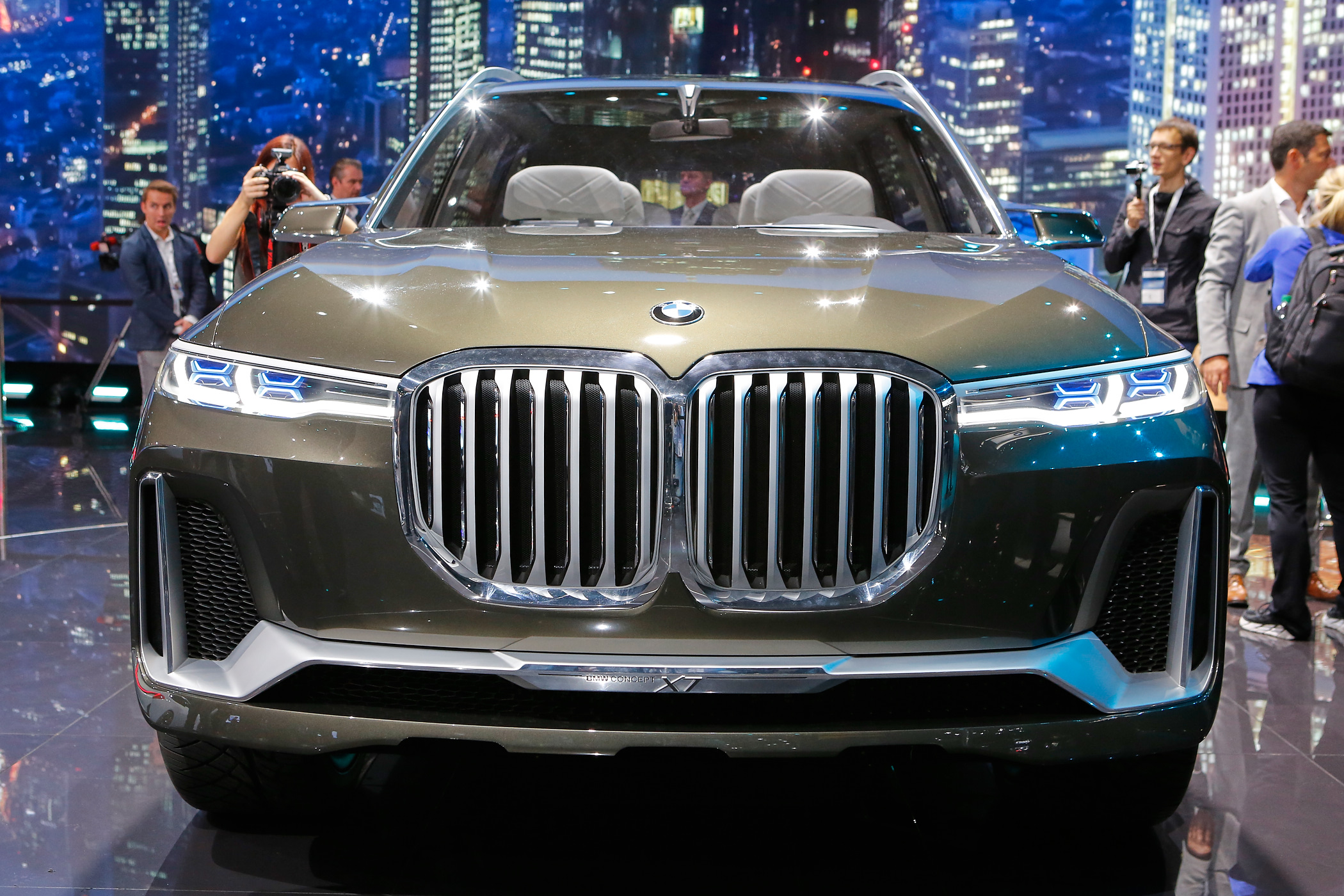 frankfurt iaa bmw x7 concept. Black Bedroom Furniture Sets. Home Design Ideas