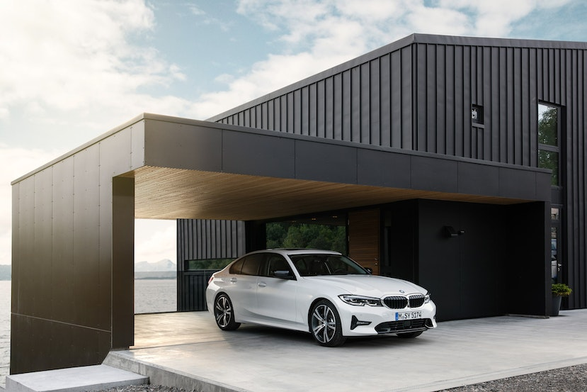 [Image: The%20all%20new%202019%20BMW%203%20Serie...crop=edges]